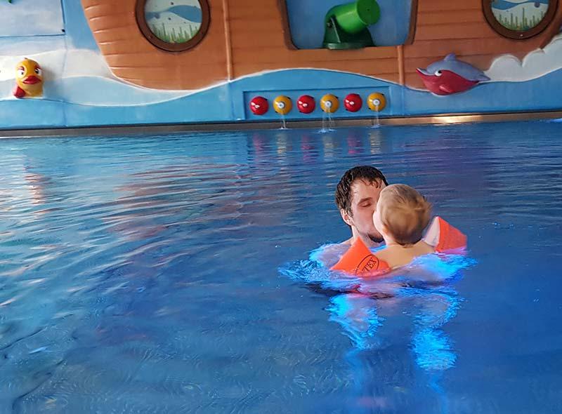 Einen Tag im Schwimmbad