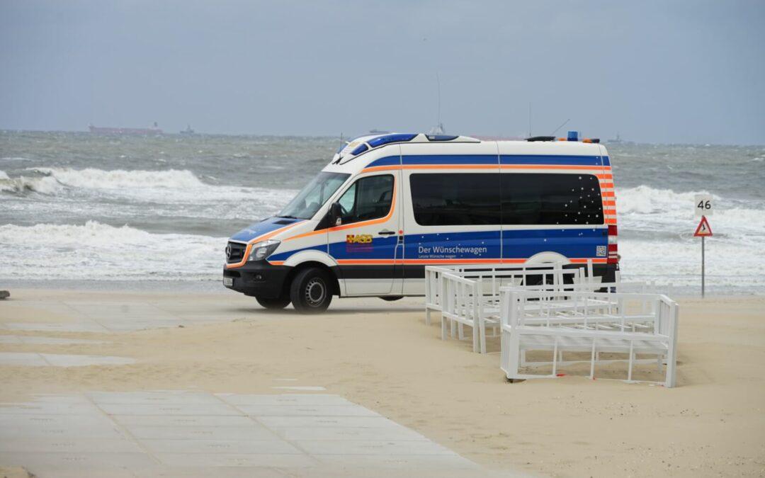 Wünschewagen an der holländischen Küste